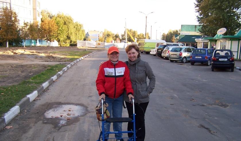 De Zorgschuur doneert deze rollator aan stichting Ruimte voor Chaltsch en die transporteert de bruikbare rollators naar Wit-Rusland.
