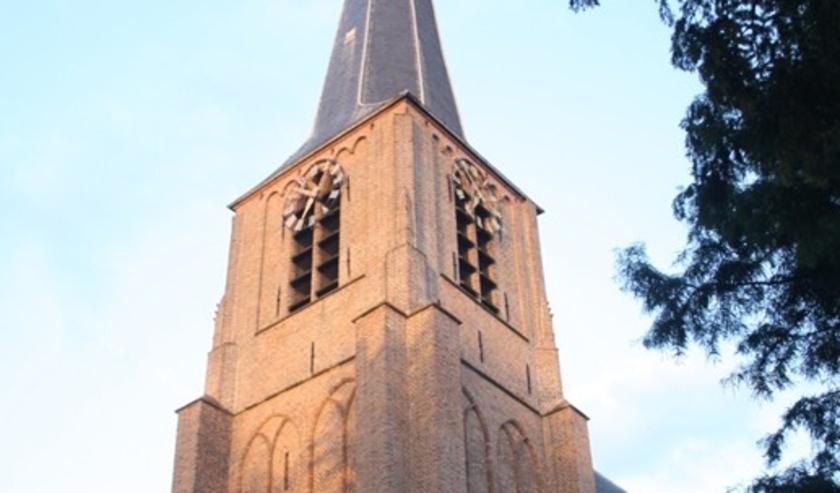 Mag de kerkklok van de Laurentiuskerk nou wel of niet 's nachts slaan? (archieffoto: Conno Bochoven)