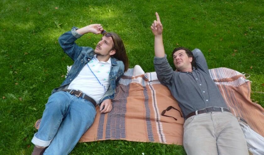 <p>Romar de Bonte (l) en Matthieu Reijnoudt zijn de winnaars van de Gelderland Film Pitch.</p>