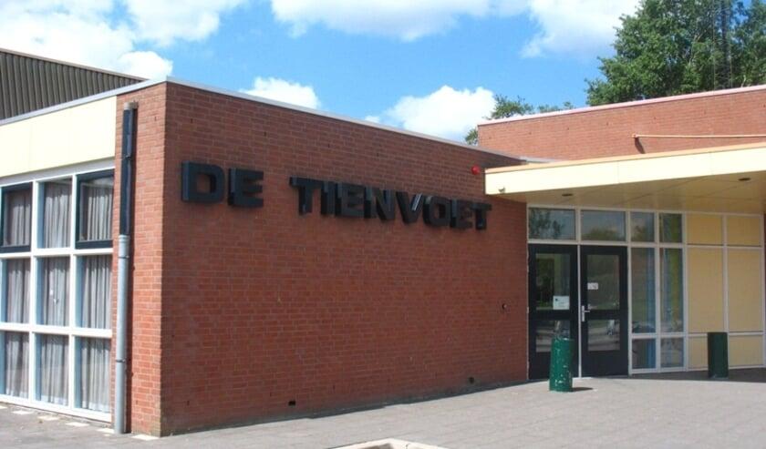 Links naast sporthal de Tienvoet is het Handwerkcafé in Heinenoord.