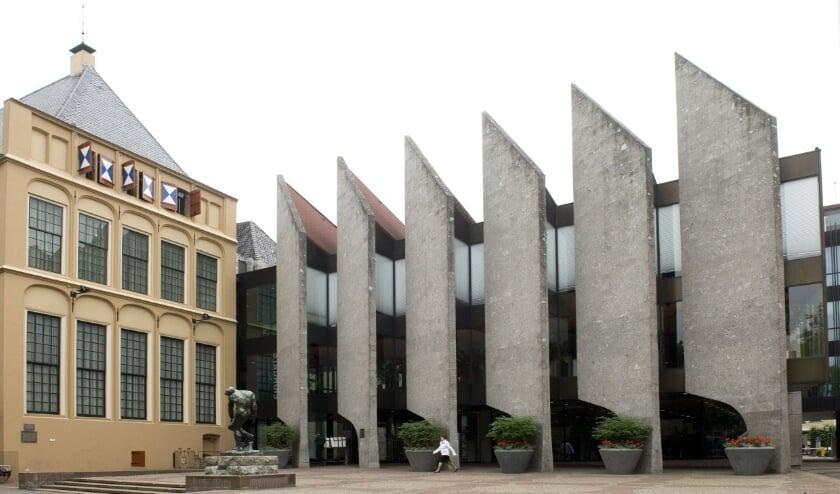 <p>Het stadhuis van Zwolle aan het Grote Kerkplein.</p>