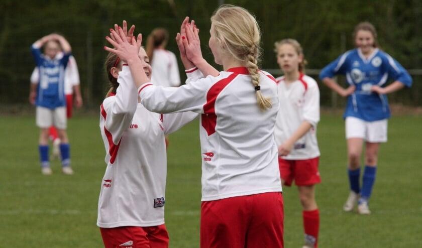 MOVE Vught en Zwaluw V.F.C zijn op zoek naar enthousiaste meiden die samen met vriendinnen deel willen nemen aan het BFF-toernooi (Best Football Friends).