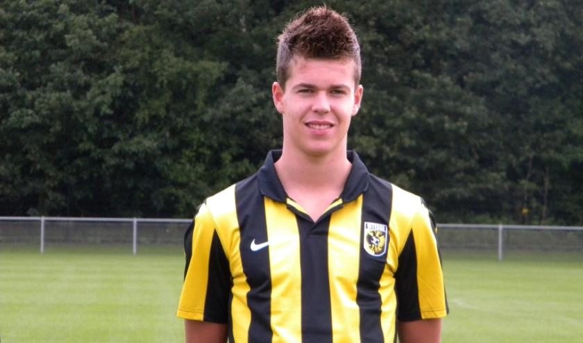 Marco van Ginkel (op archieffoto, als Vitessespeler in het seizoen 2012-2013) kocht ook een aantal seizoenkaarten om zijn oude club te steunen.