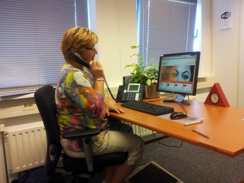 Behoefte aan een luisterend oor? Bel naar 0900-0767 of chat of mail via www.deluisterlijn.nl.