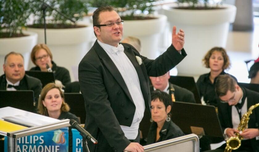 De Philips Harmonie pakt de draad weer op met een benefietconcert voor zorgmedewerkers.
