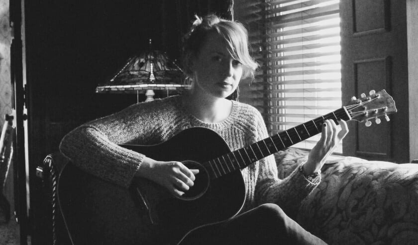De Nederlandse singer-songwriter Stephanie Struijk.