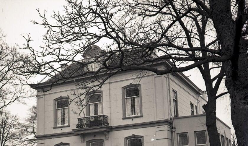 Het Raadhuis van Rosmalen, gefotografeerd in 1960. Foto: C.J.A. van Helvoort, collectie BHIC 1572-12-037