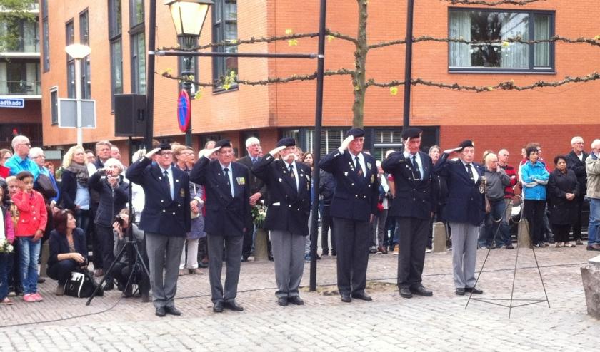 De erewacht van het Korps Mariniers bij de jaarlijkse 4 mei herdenking. Foto en tekst: Joop van der Hor.