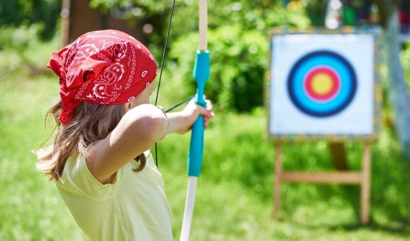 Boogschieten is een van de vele activiteiten voor jong en oud tijdens de MOVE Sportzomer in Vught. Zes weken lang is er van alles georganiseerd om een sportieve vakantie in eigen land te vieren.