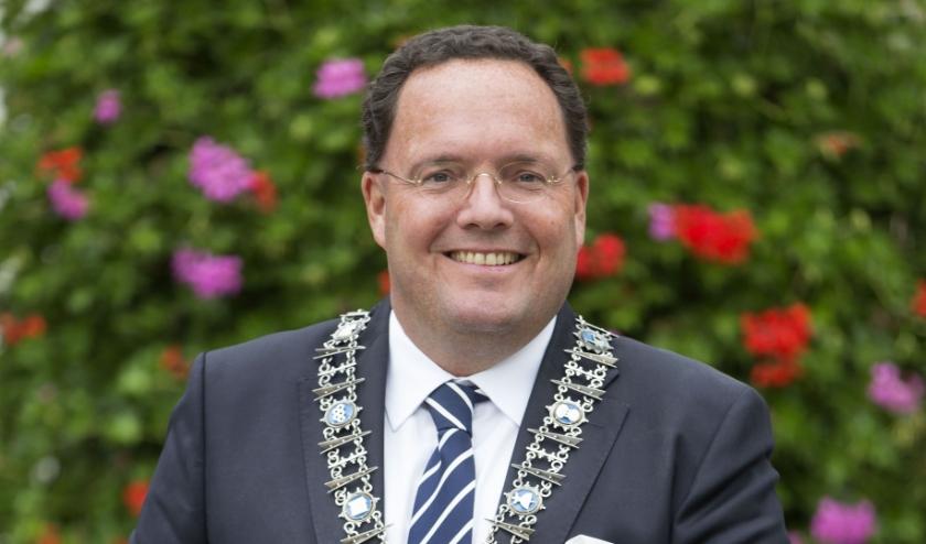 De Vughtse burgemeester, Van de Mortel, is trots op de Vughtenaren in deze moeilijke tijd van de coronacrisis. Foto: Marc Bolsius.