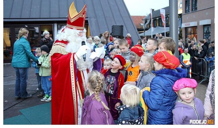 Sintrerklaas komt zaterdag aan in Varsseveld. (foto: Robbin de Jong)