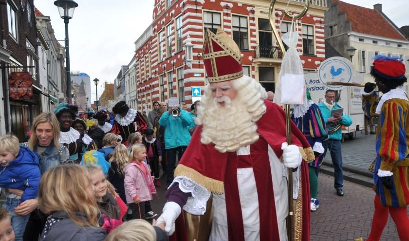 Op de Markt in Hattem wordt zaterdag een grote Sinterklaasshow gegeven na zijn aankomst in de haven.