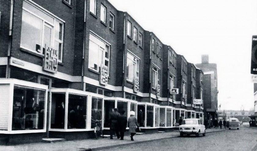 """""""Vergeleken met de winkels op de oude Hoogstraat waren de nieuwe winkelpanden van de Fransenstraat super modern. (Foto: Met dank aan Oud Vlaardingen)"""