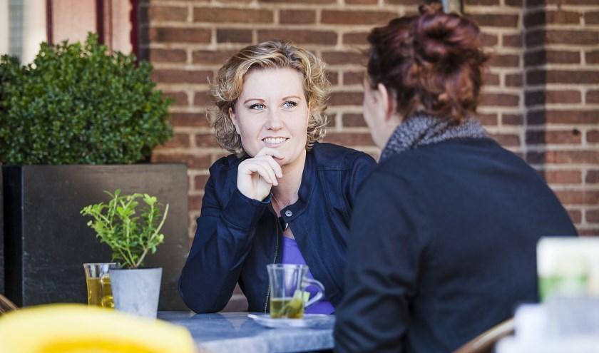 Petra Cicuto helpt een Wageningse op weg naar een baan. Foto: Esther Meijer