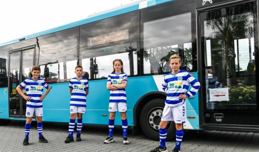 Jeugdspelers van De Graafschap reizen ook komend seizoen met Arriva naar school en trainingen.