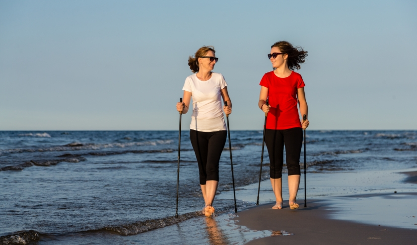 Iedereen kan overal meedoen met de Nierdaagse, dus ook op het strand! (Foto:  Istock/Jacek Chabraszewski)