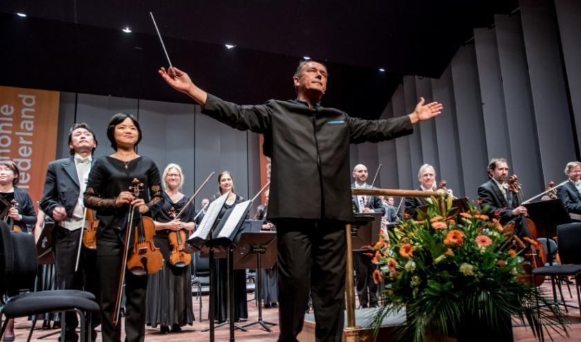 Chef-dirigent Dmitri Liss neemt afscheid van philharmonie zuidnederland.