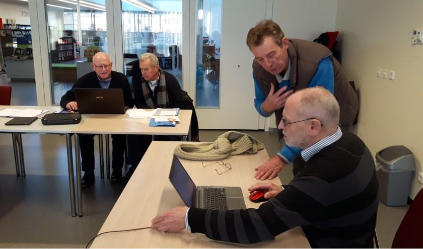 Senioren worden op heel persoonlijke wijze geholpen door de vrijwilligers van het SeniorWeb.