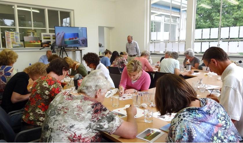 """,,Tijdens deze workshops zal men ontdekken dat schilderen niet zo moeilijk is en iedereen het kan leren. Men maakt in drie uur tijd een olieverfschilderij dat na afloop mee naar huis kan worden genomen"""", vertelt Eric Prinsze van Academie Art Partout."""