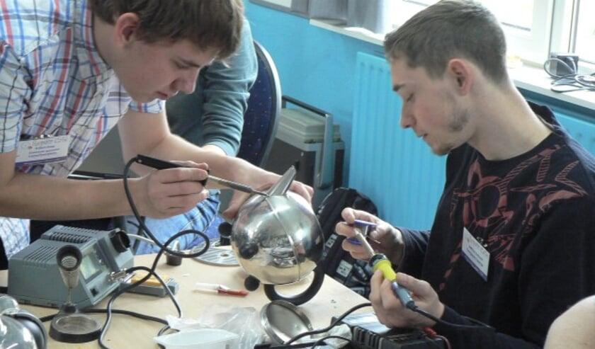 <p>De vrijwilligers staan weer voor u klaar en doen hun uiterste best om uw kapotte apparaat te repareren.</p>