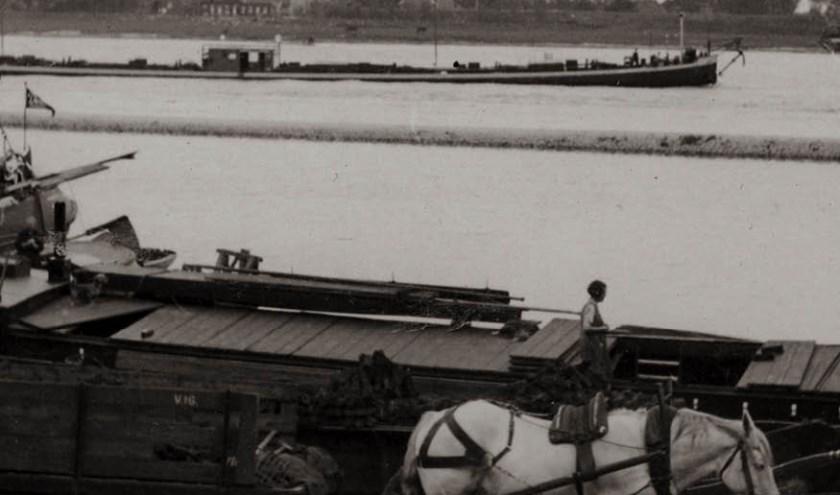 Bij De Grote Rivieren is tot en met 29 oktober de tentoonstelling 'Verhalen rond de rivier de Waal' te zien.