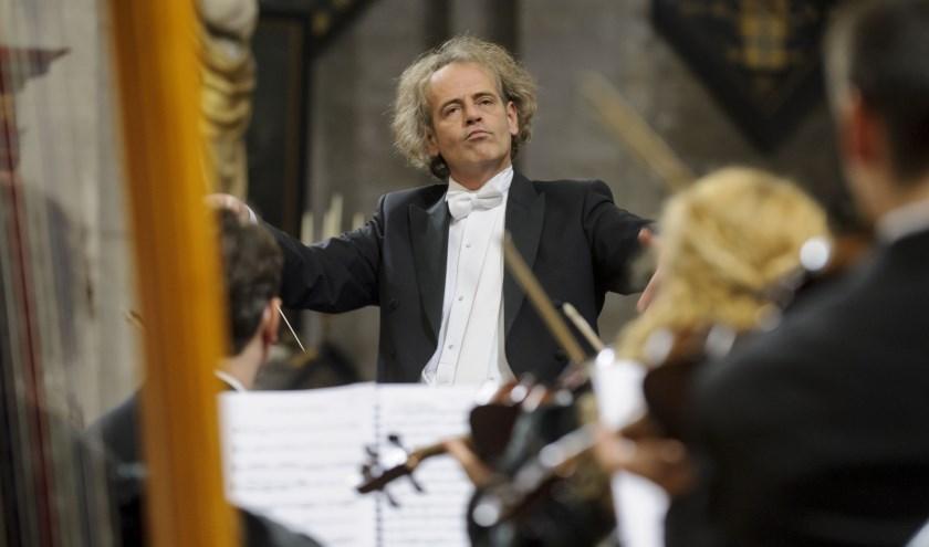 Raymond Jansen dirigeert de Carmina Burana. Foto: Margot de Heide