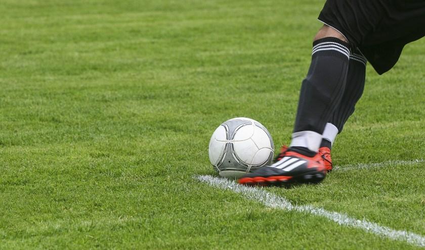 Onze sportverslaggever Arend Vinke houdt wekelijks de uitslagen bij van alle eerste voetbalteams uit de gemeentes Epe, Heerde en Hattem.