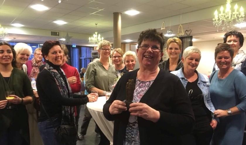 """Nel de Haas tijdens haar afscheidsreceptie. """"Nu ik gepensioneerd ben, ga ik wat vrijwilligerswerk doen voor het SintElisabeth."""" (Foto: Anne-Bregtje Schelfhout)"""