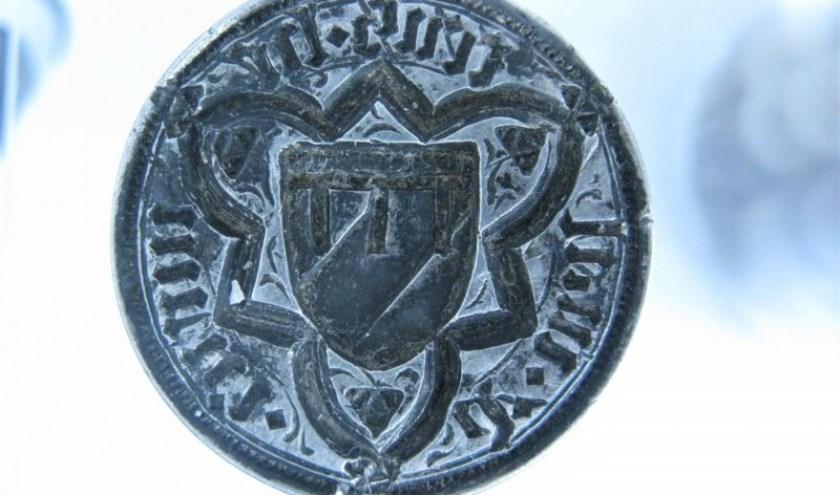 De zilveren zegelstempel is van de familie van Malsen geweest. Het opschrift leest: S Heinrici de Malsen.
