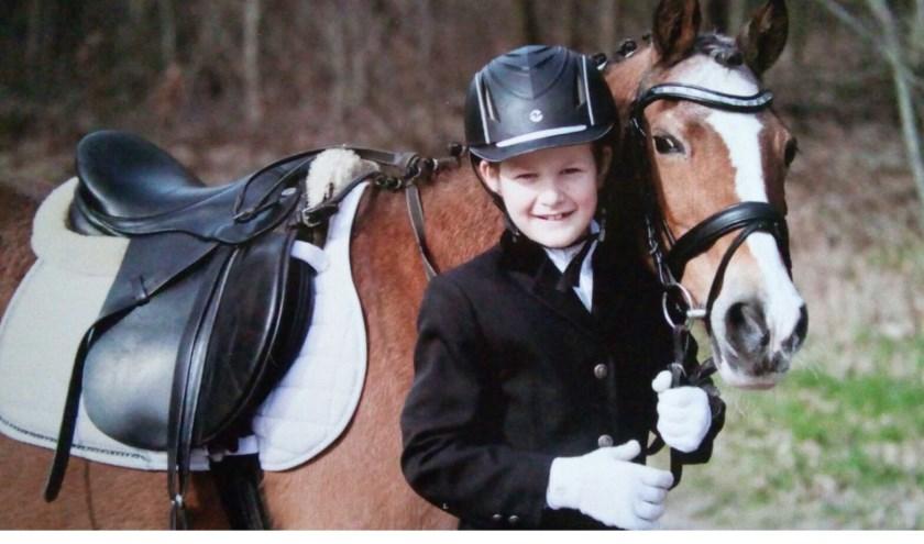 Tiemen Ekkel met zijn pony Fleur.