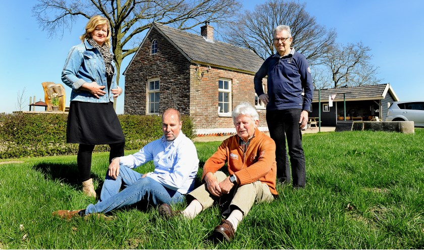Vlnr: Dianne en Gerard Hettelaar, Ben Rouwhorst en Vincent Weijermars. (foto: Roel Kleinpenning)