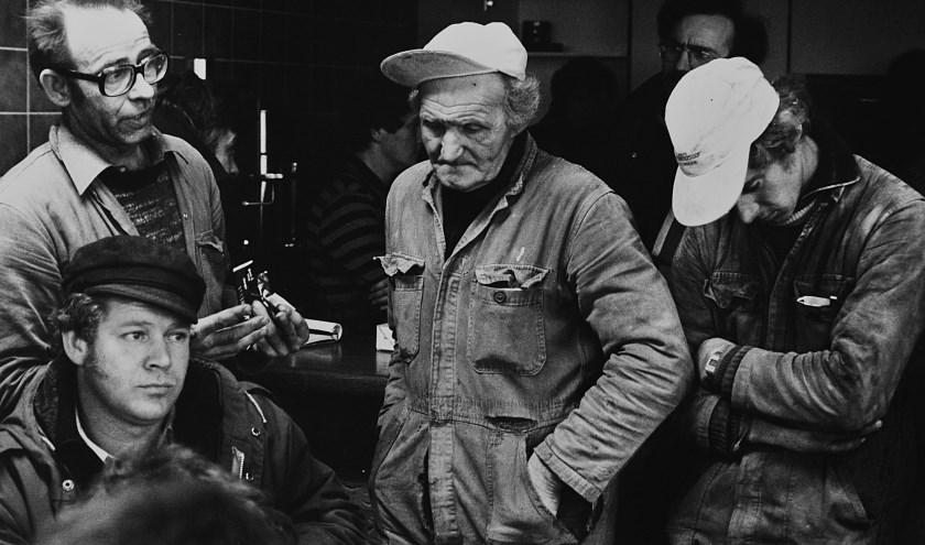 Aankondiging van een dreigend faillissement in 1982. Fotograaf Jelte Homburg won hier destijds een prijs in de Zilveren Camera-wedstrijd mee.