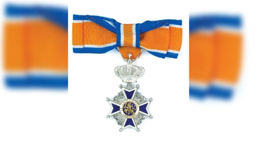 <p>Zes inwoners van Hendrik-Ido-Ambacht hebben maandag een koninklijke onderscheiding gekregen.</p>