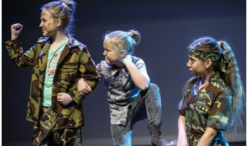 Hou je van zingen en acteren? Geef je dan snel op voor Musiater Theaterbeesten! Dan sta je eind dit jaar op het podium van Het Musiater!