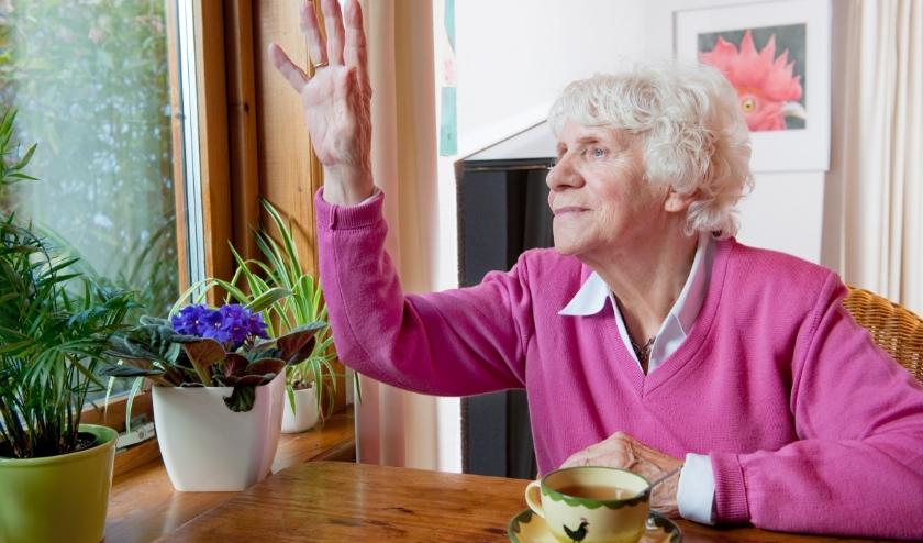 Als ouderen zelf de deur niet meer kunnen openen, dan is een toegangssysteem te overwegen. Let op het keurmerk.