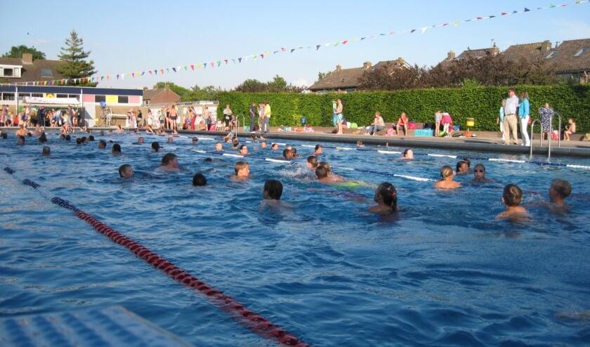 <p>De zwemvierdaagse in het Knopenbad in mei 2017. Maar de tentoonstelling gaat natuurlijk veel verder terug.</p>