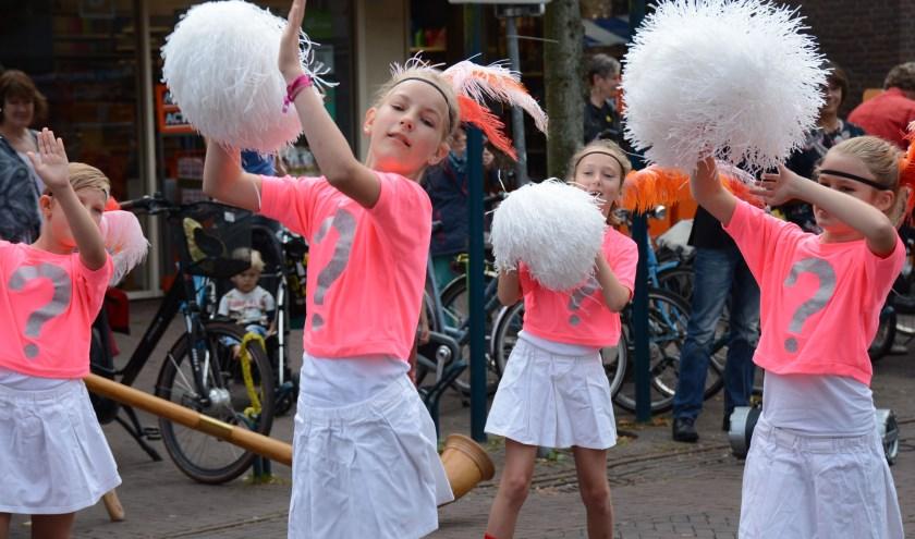 Tijdens de Culturele Pleinmarkt in Epe (2 september) worden er door deelnemers ook optredens verzorgd op één of meerdere buitenpodia. Foto: Louw Visser