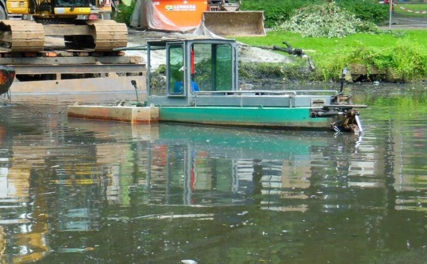 <p>Met dergelijke baggerbootjes wordt de bodem van de watergangen schoongemaakt.</p>