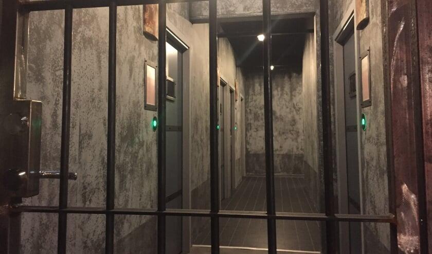 <p>De cellengang van Prison Island op het ZEP Vrijetijdspark.</p>