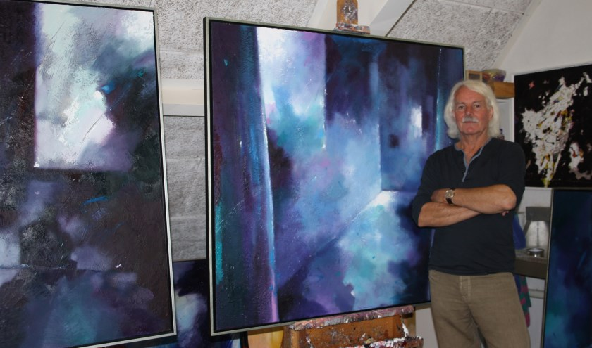 Jan Aanstoor uit Wierden in zijn atelier. Aanstoot verzorgt een lezing voor de Culturele Raad Wierden in samenwerking met Galerie Tolg'Art. Foto: Tekst & PR Twente