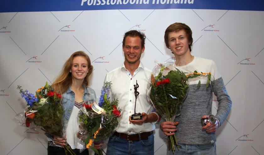 V.l.n.r. Fabienne Overbeek, springer van het jaar Jaco de Groot en Reinier Overbeek. (Foto: Remon Helmes)