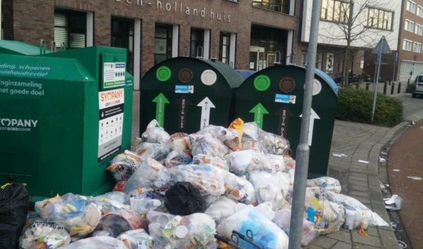 Zwerfafval rond het van Hogendorpplein op zaterdag 30 december. Foto: PR