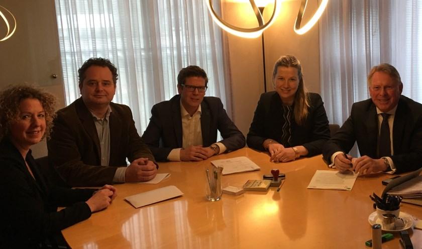 Lonneke Claessen (Gemeente Ede), Eduard Zwart (Vereniging De Prinsenakker), Martijn van Alphen (Vereniging De Prinsenakker), Liesbeth Van den Brink-Baggerman (Van Putten Van Apeldoorn) en Ed Boerkamp (Van Putten Van Apeldoorn).