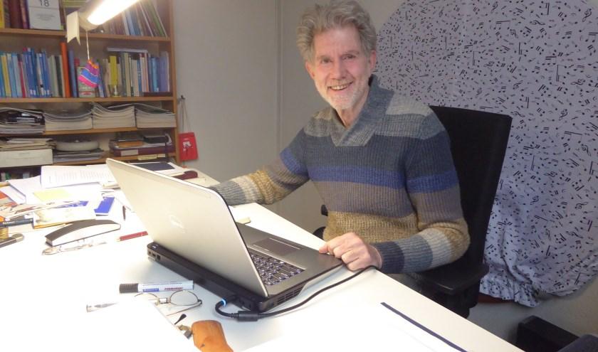 Sander Essers is de komende twee jaar dorpdichter van Renkum. (foto: Marnix ten Brinke)