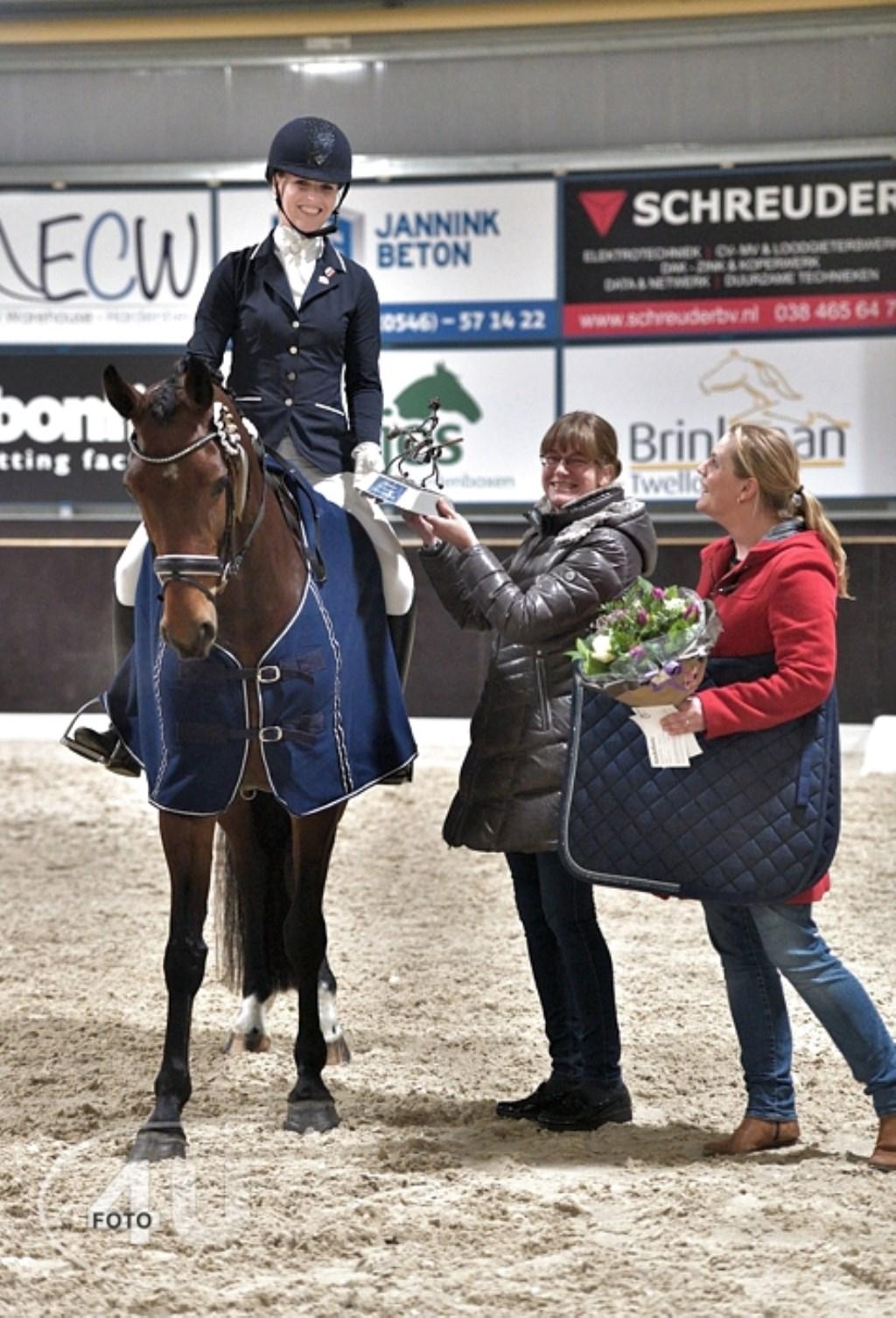 Annelies Lindeboom wint met Hinde in de dressuurcategorie paarden.  © DPG Media