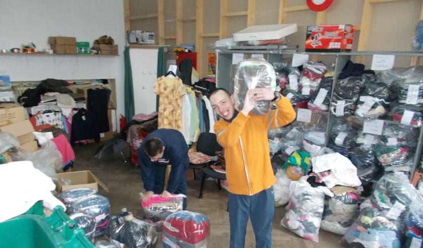 Foto ter illustratie: een eerdere kledinginzameling voor Roemenië. Foto: Stichting COEN.
