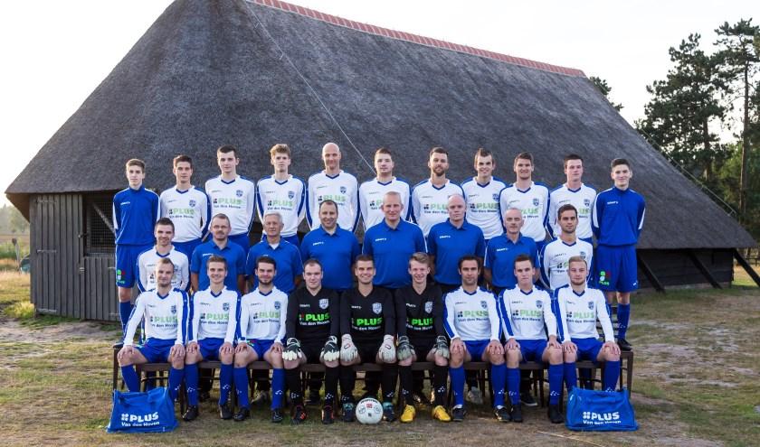 De Heerder ploeg SEH (zie bijgaande teamfoto) speelde 1-1 gelijk bij NV Boys.