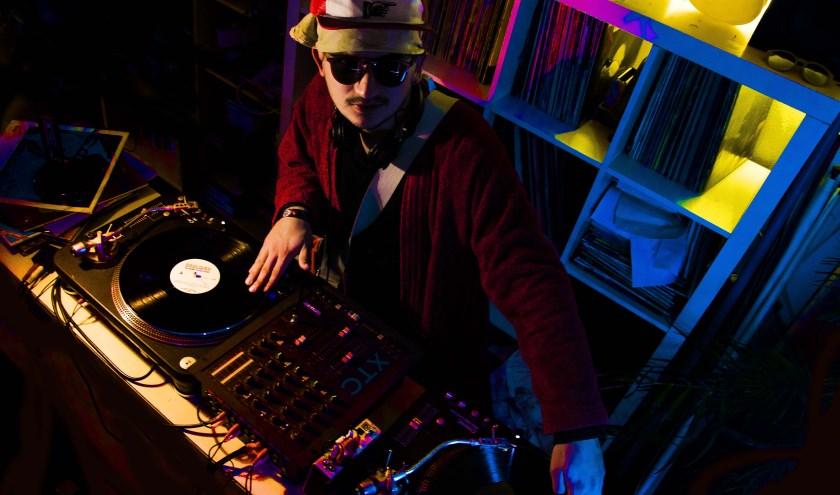 Als afsluiter van de avond presenteert de populaire, doch mysterieuze DJ Heijstermeijster een volledig nieuw concept. foto: Eefje Wevers