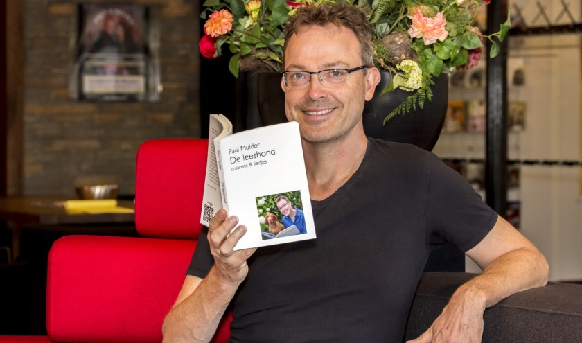 Paul Mulder bundelde zijn columns voor de Gelderlander in het boek De Leeshond. (foto; Bas Bakema)