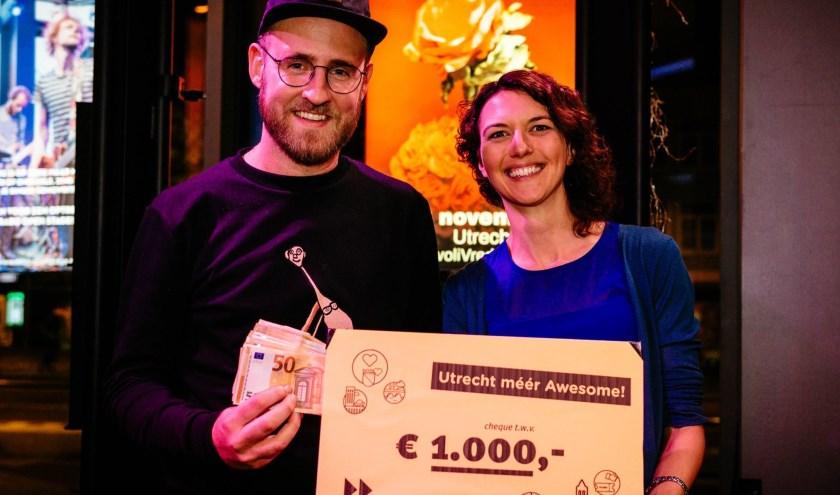 Maaike Kluft en Raymond Landegent kregen €1000 tijdens de uitreiking van Awesome Utrecht #7.